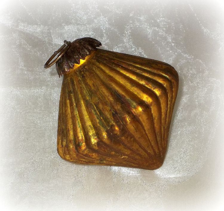 Ptmd Christbaumschmuck Ornament Aus Glas Gold 7 Cm Haus Und Gartchen